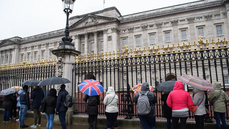 Porțile Palatului Buckingham