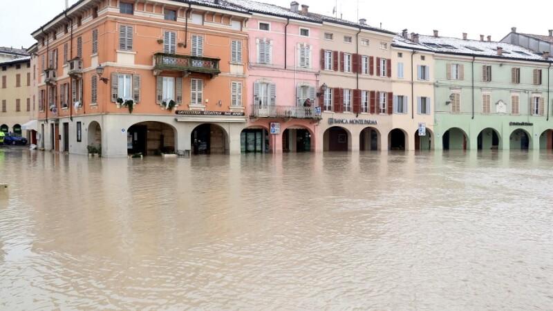 Inundaţii grave în Italia: mai multe râuri au ieşit din matcă