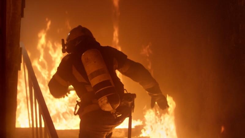 Un pompier a declanşat accidental un incendiu major în timpul unei demonstraţii