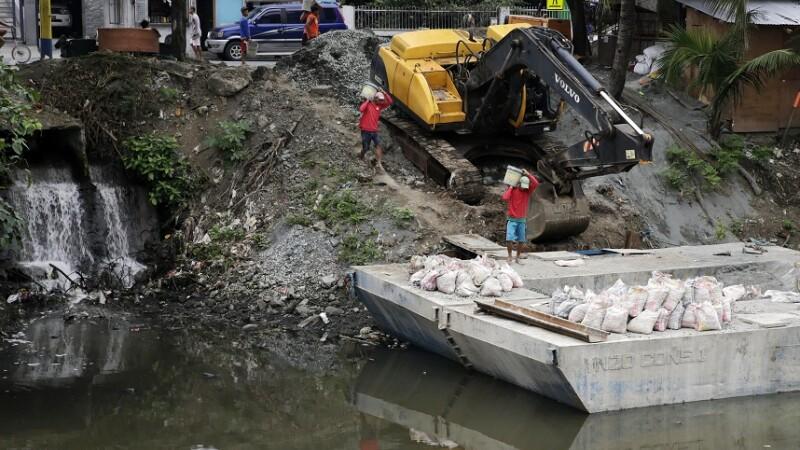 Cel puţin 3 morţi, după ce o furtună tropicală a lovit Filipinele