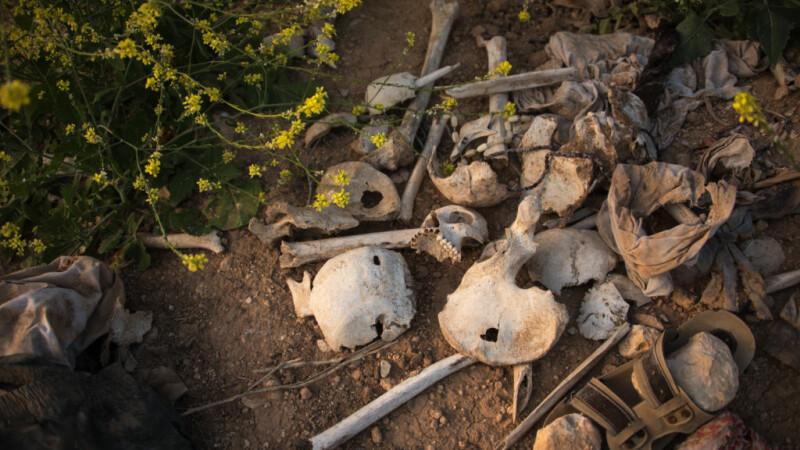 groapa comuna gasita in Sinjar, Irak