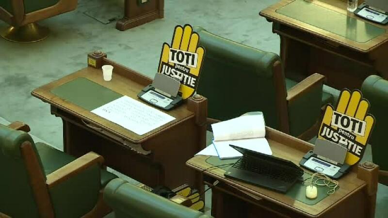 proteste USR în Parlament