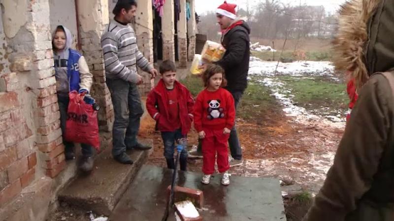 Ajutoarele lui Moș Crăciun au împărțit cadouri copiilor nevoiași, pe două roți