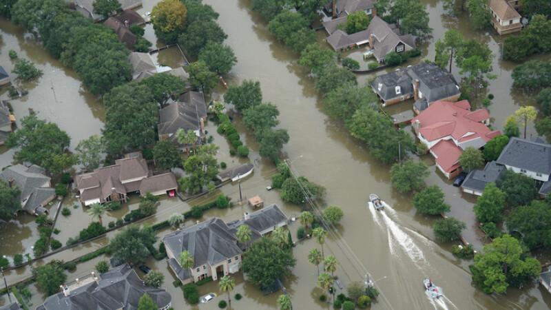 O femeie dispărută în urma unei inundaţii, salvată pe mare, la 900 de kilometri faţă de ţărm