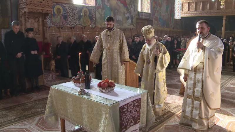 Slujbă specială de pomenire a Regelui Mihai la Săvârșin. Fiicele Regelui au participat