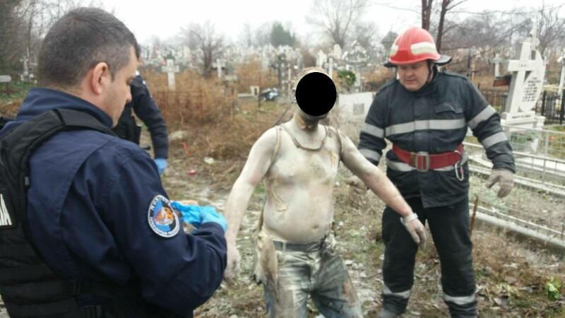 Un brăilean şi-a dat foc în cimitir după ce s-a certat cu nevasta şi a bătut-o cu ciocanul
