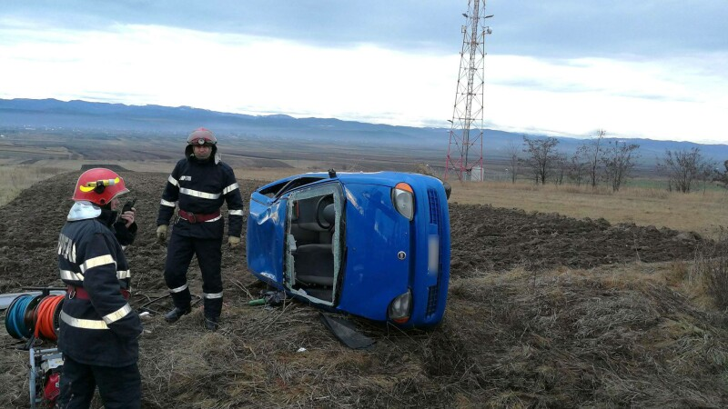 Accident în Suceava. Un mort și doi răniți, după ce mașina în care erau s-a răsturnat