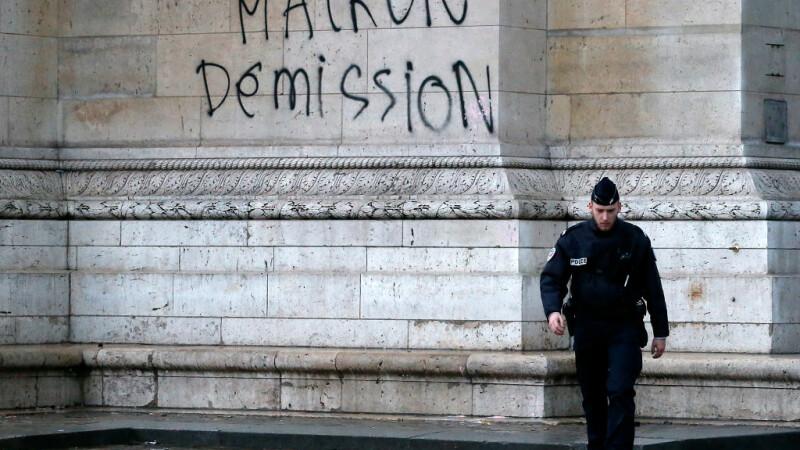 Emmanuel Macron, veste galbene