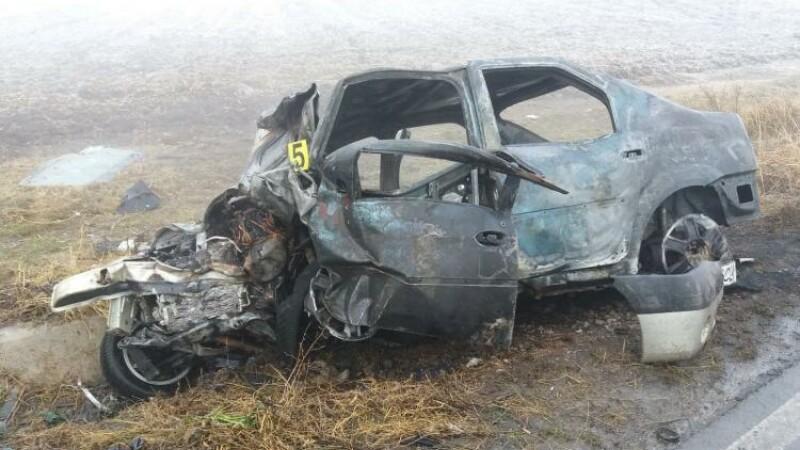 Un primar a murit într-un accident petrecut în Brăila. Mașina a luat foc după impact
