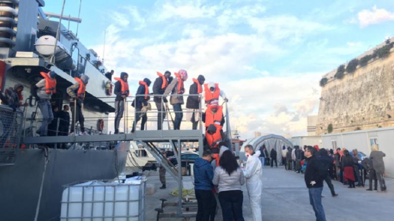 Operațiune de salvare pe Mediterană. 180 de migranţi aduși la țărm de Marina malteză