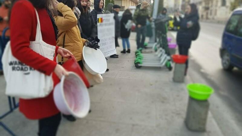 Protest cu ligheane în fața PMB
