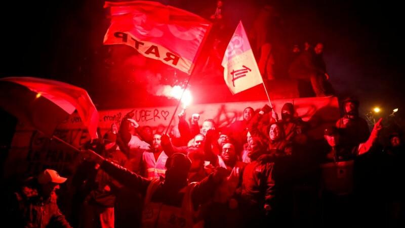 Sute de mii de manifestanţi au ieșit din nou în stradă, în Franța
