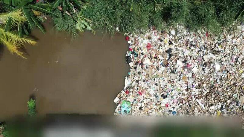 """2019, anul cu cele mai multe gunoaie lăsate pe nisip. Organizatorii """"Neversea"""" luptă pentru mediu"""
