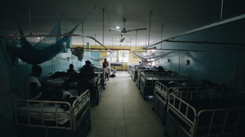 Incendiu grav la un spital din Egipt care trata cazuri de Covid-19. Cel puțin șapte persoane au murit