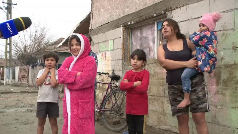 Mii de copii din România au pierdut legătura cu școala. Mulți au tablete, dar nu au internet pentru a le putea folosi