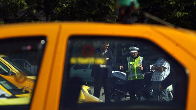 Un taximetrist era cat pe ce sa-si omoare familia, beat la volan
