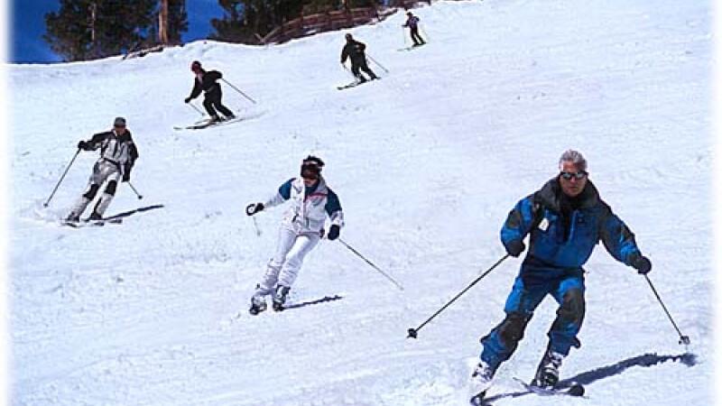 Distractia la munte, cu schi, zapada si concursuri