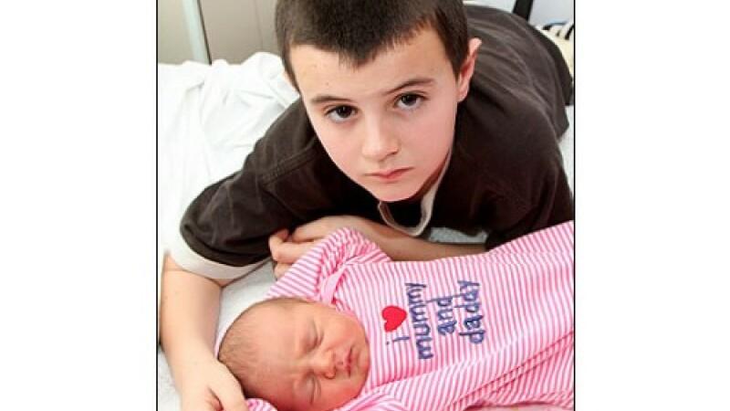 Copii cu copil... tatal are doar 13 ani, mama 15