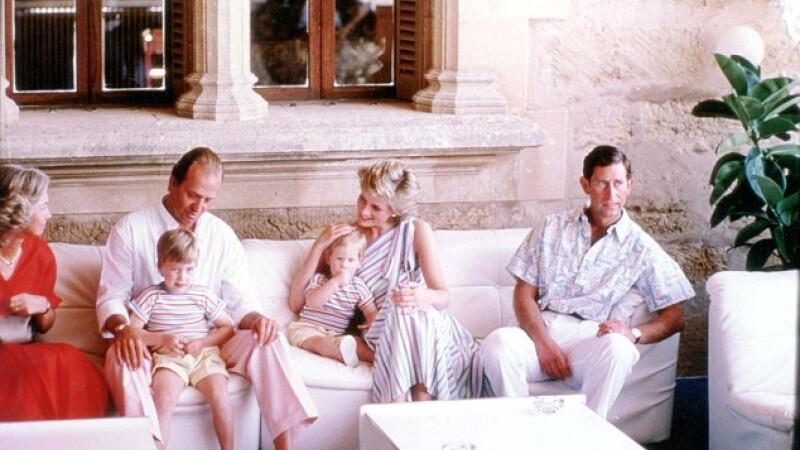 Scandal amoros iesit la suprafata dupa 3 decenii.Secretul din spatele acestei poze cu Printesa Diana