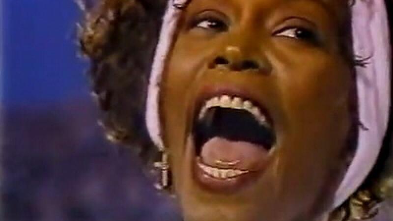 Legistii au stabilit cauza reala a mortii lui Whitney Houston. Artista era intoxicata cu droguri