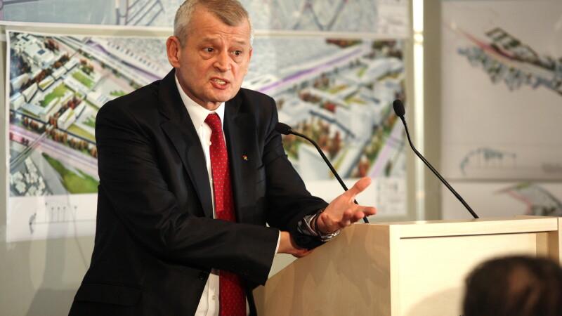 Alegeri locale 2012. Sorin Oprescu si-a depus candidatura pentru un nou mandat, sustinut de USL