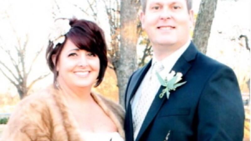 Ce au descoperit cand s-au uitat cu atentie la fotografiile de nunta.