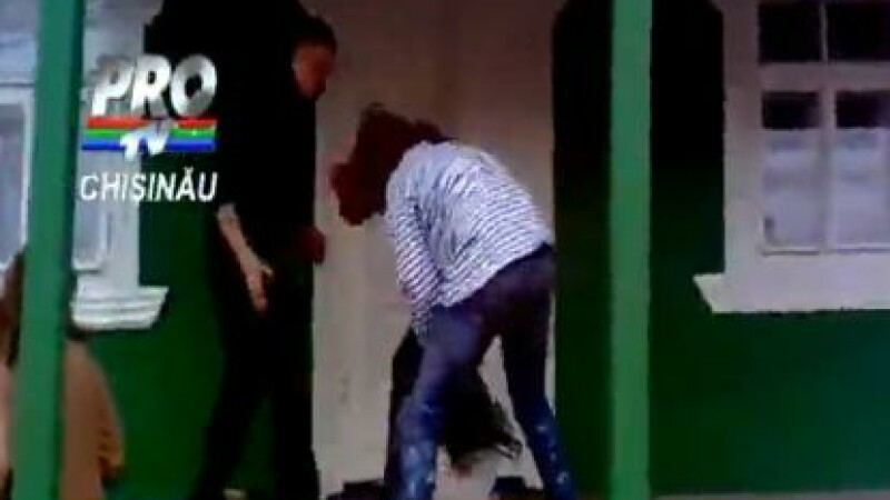 fata batuta de doua adolescente, Republica Moldova