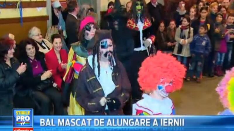 Ritual de alungare a iernii la Targu Mures. Peste 200 de persoane s-au costumat in personaje celebre