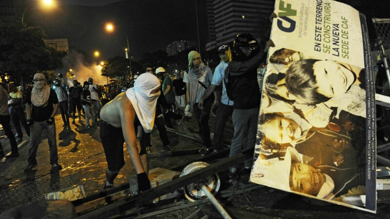 Protestatarii, fata in fata cu fortele de ordine, in Caracas