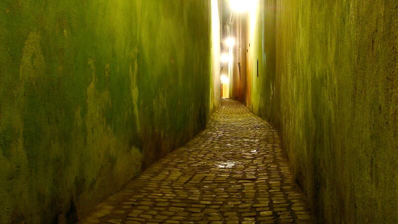 Strada Sforii, din Brasov, inclusa de publicatia Huffington Post printre cele mai inguste strazi din lume