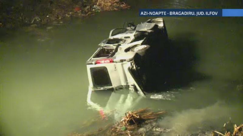 Accident cu zece victime la iesirea din Bragadiru. Cinci persoane au ajuns cu microbuzul in râu