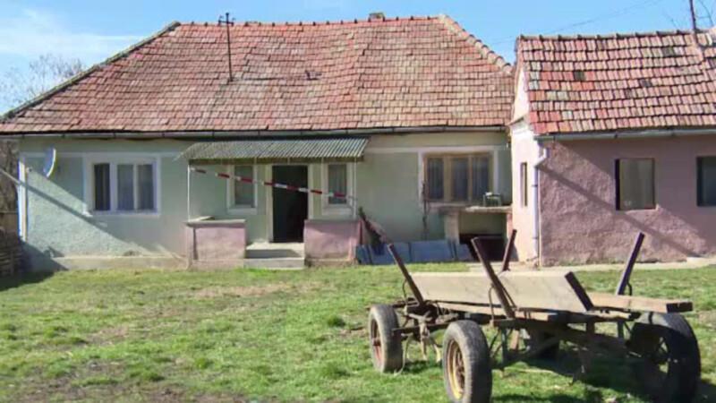 caruta in fata casei sat Alba