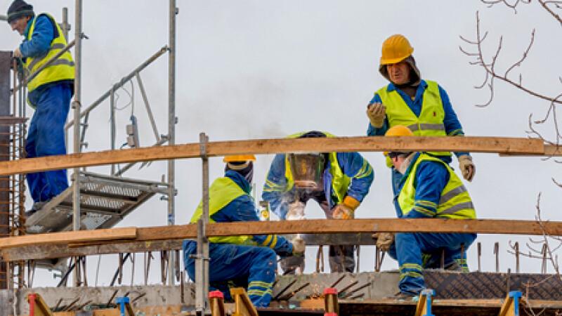 cover prima muncitori pe schela