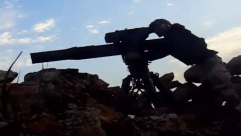 Momentul in care un tanc rusesc este lovit de o racheta AMERICANA a fost filmat. \