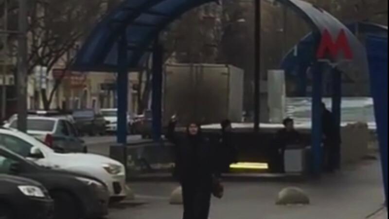 bona cu capul unui copil in mana in Moscova