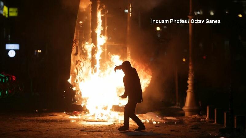 Incidente la cel mai mare protest din Capitala din ultimii 25 de ani. Anuntul facut de Jandarmerie dupa violentele petrecute