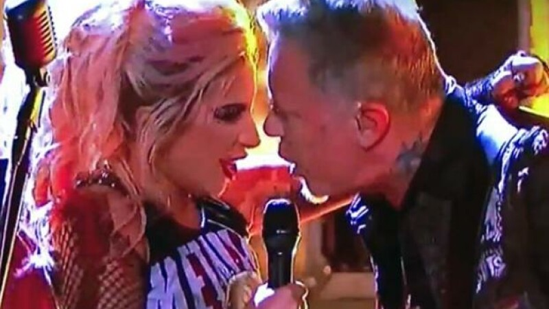 Moment jenant trait de James Hetfield in timpul duetului cu Lady Gaga, la premiile Grammy. Ce a patit vocalul Metallica