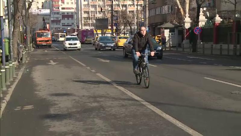 Biciclistii din Capitala au lansat o petitie prin care cer Primariei sa ii lase sa circule pe benzile destinate autobuzelor
