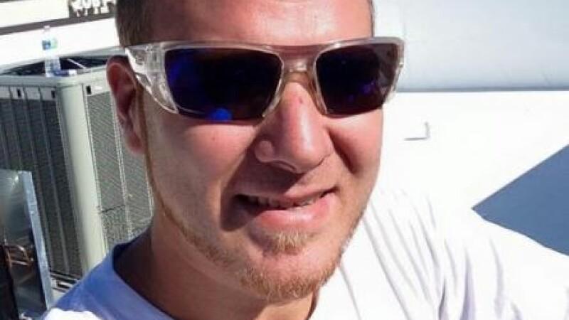 S-a jucat online timp de 22 de ore, iar a doua zi a fost gasit mort in casa. Ultimul mesaj postat de barbat pe Twitter