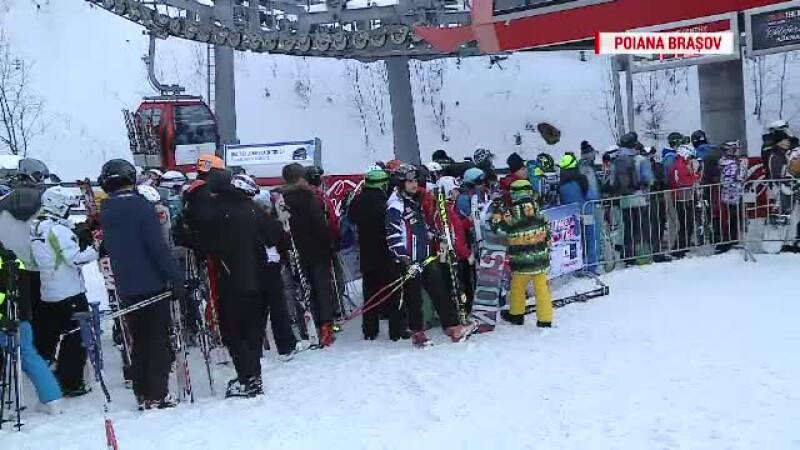 O ora schiezi, trei ore stai la coada. Lunga lista de probleme cu care se confrunta turistii in Poiana Brasov