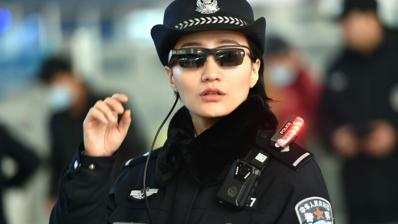 politisti chinezi ochelari