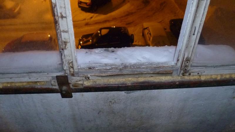 Un bărbat beat a aruncat un copil pe geam, de la etajul 3, ca să se distreze