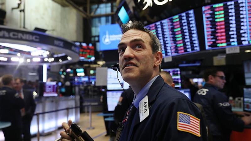 Wall Street, din nou în scădere puternică. Dow Jones, a doua cea mai mare scădere într-o zi din istoria sa