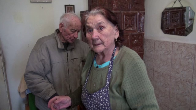 Un bărbat le-a furat 1000 de lei din casă unor bătrâni din Bacău