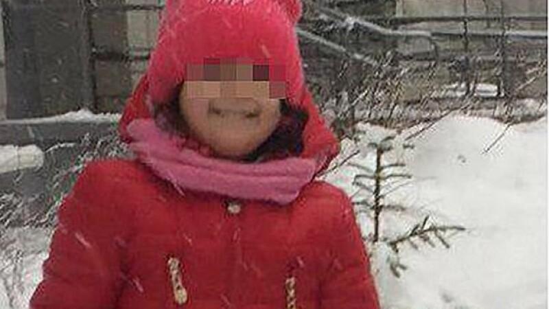 Fetiță de 3 ani moartă, după ce educatoarele au uitat-o afară și a înghețat
