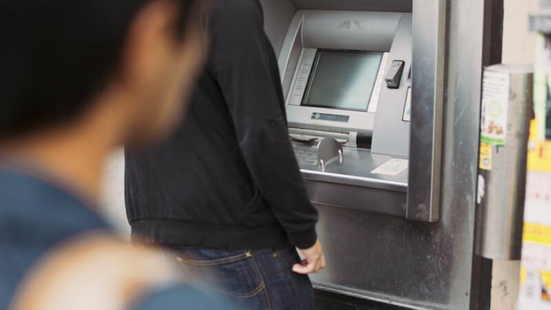 furt bancomat