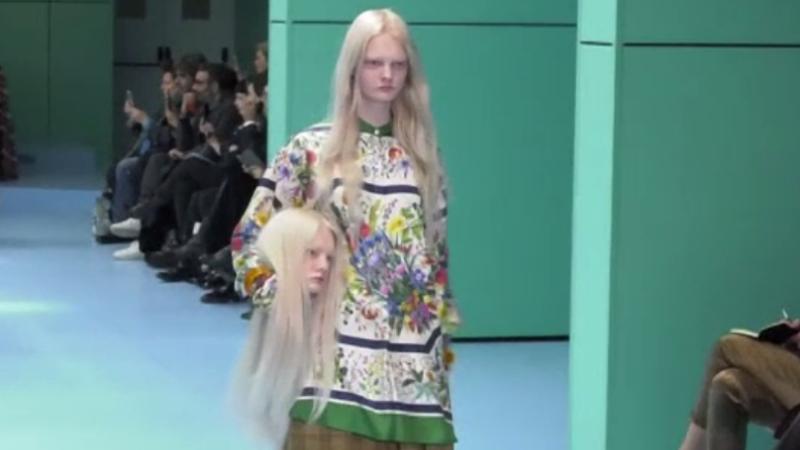 Defilare Gucci, demnă de filmele de groază, la Milano. Modelele au avut capete în mâini