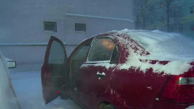 Temperaturi de -19 grade, marți dimineață. Șoferii s-au chinuit să intre în mașini și să le dezghețe