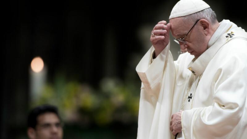 Atac furibund al Papei Francisc: