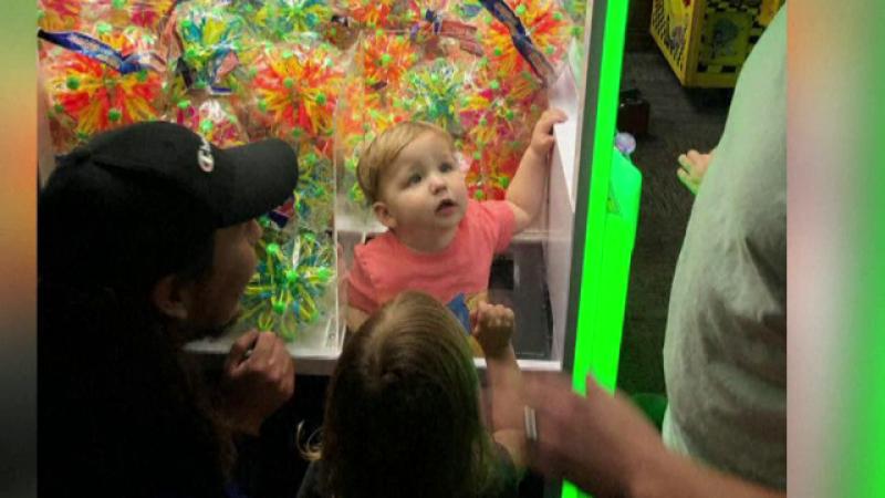 Un copil din Alabama a rămas captiv într-un aparat cu jucării